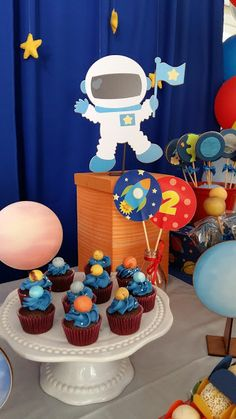 Festa Planetas Rocket Birthday Parties, Birthday Celebration, Space Baby Shower, Baby Shower Parties, Birthday Favors, 1st Boy Birthday, Festa Hot Wheels, Astronaut Party, Outer Space Party