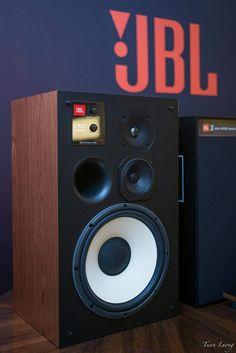 Audiophile Turntable, Hifi Stereo, Hifi Audio, Old School Radio, Vinyl Room, Hi Fi System, Sound Speaker, Home Technology, Cool Tones