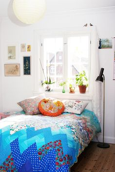 Chevron blue quilt and white. Cobrellit blau en ziga-zaga i blanc
