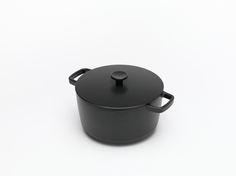 Crane Cookware_Casserole ©MichaelThomas Dutch Oven, Crane, Cookware, Nice Things, Casserole, Kitchen, Shopping, Iron Pan, Cooking Ware