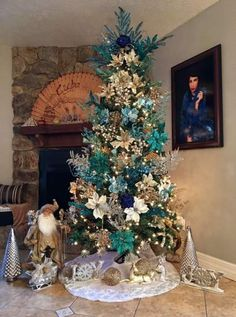 Blue, gold, and silver Christmas tree Elegant Christmas Trees, Silver Christmas Tree, Colorful Christmas Tree, White Christmas, Peacock Christmas Tree, Xmas Tree, Turquoise Christmas, Pink Christmas Decorations, Christmas Tree Themes