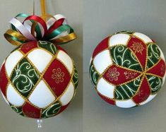 Christmas Ornament Tutorial – Pattern – DIY – No Sew – Harlequin - Fabric Crafts Quilted Christmas Ornaments, Fabric Ornaments, Ornaments Design, Ball Ornaments, Christmas Baubles, Christmas Crafts, Christmas Decorations, Etsy Christmas, Christmas Projects