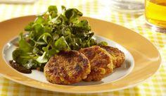 Eine vegetarische Alternative zu  klassischen Frikadellen. Die Cornflakes geben dem Feldsalat mit Kürbispuffer dabei den knusprigen Biss