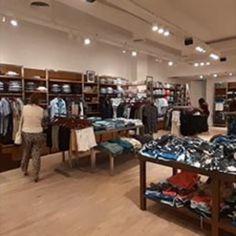 La agencia RMB Design Solutions, especialista en diseño de locales de moda para hombres, fue convocada por Kevingston para realizar su nuevo local en el shopping Abasto. Shopping, Design, Stained Glass Designs, Commercial Architecture, Men