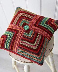 Capa de almofada de crochê: 47 Modelos lindos para decorar Bead Crochet Rope, Crochet Baby, Knit Crochet, Granny Square Crochet Pattern, Crochet Patterns, Crochet Carpet, Crochet Cushions, Knit Pillow, Crochet Accessories