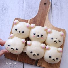 🍡🐻 These sweet Korilakkuma anman buns are too adorable to eat. Anman is the short form of anko manjyu, or sweet red bean bun in Japanese! Japanese Snacks, Japanese Desserts, Cat Cafe, Cute Clay, Red Beans, Rilakkuma, Cute Food, Food Art, Sweet Treats