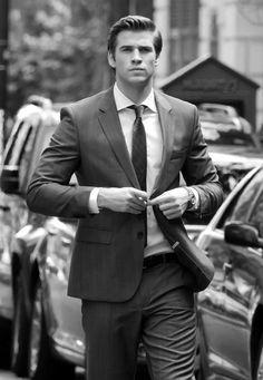 Le très classe Liam Hemsworth ! - 10 stars qui ont autant la classe à la maison que sur les tapis rouges