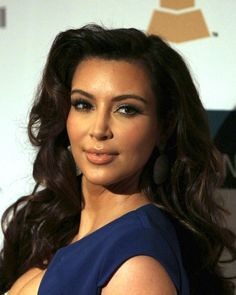 Kim Kardashians retro curls