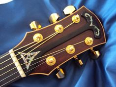 アコースティックギターのヘッド部分にオリジナルのパーツを施しました。ナット側の△模様はシンプルながらも独特の存在感を醸し出しています。ヘッド全体にかかるこのよ... ハンドメイド、手作り、手仕事品の通販・販売・購入ならCreema。