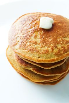 pancake healthy These oatmeal pancakes take 10 minutes to make using basic healthy ingredients you have in your pantry! Healthy and easy breakfast for kids and grown-ups! Oatmeal Pancakes Easy, Oat Pancakes, Oatmeal Cupcakes, Waffles, Muffins, Naan, Breakfast For Kids, Breakfast Recipes, Pancake Recipes