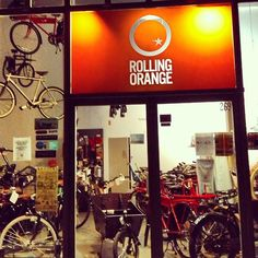 ROLLING ORANGE (Dutch bike shop in Breukelen, NY) The Dutch and the Color Orange http://proofofuse.com/post/69707818488/rolling-orange-dutch-bike-shop-in-breukelen-ny