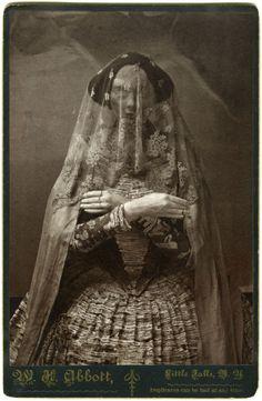 """""""Cabinet card"""" veiled post mortem"""