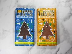 Tony's Chocolonely Candy Cane & Gingerbread Chocolate Bar Reviews Chocolate Texture, Dark Chocolate Candy, Chocolate Tree, Chocolate Bar Wrappers, Chocolate Packaging, Chocolate Christmas Gifts, Christmas Chocolates, Dinner Mints, Chocolate Festival