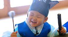 Our cutie pie charming boy Minguk Little Babies, Cute Babies, Triplet Babies, Superman Kids, Korean Tv Shows, Song Triplets, Song Daehan, Asian Babies, Celebrity Dads