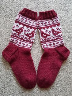 Crochet Shoes, Knit Or Crochet, Knitting Charts, Knitting Socks, Baby Sweaters, Yarn Crafts, Mittens, Slippers, Clothes For Women