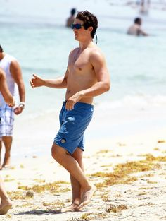 Pin for Later: The Sexiest Shirtless Moments of Miles Teller Tris Und Four, Miles Teller, Celebs, Celebrities, Movie Stars, Hot Guys, Photo Galleries, Tv Shows, Singer