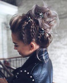 Braided Bun Hairstyles: Get Free Inspiration From This Hair! - Braided Bun Hairstyles: Get Free Inspiration From This Hair! Bride Hairstyles For Long Hair, Formal Hairstyles, Hairstyle Ideas, Classic Hairstyles, Gorgeous Hairstyles, Fall Hairstyles, Braids With Curls Hairstyles, Hairstyles For Pictures, Braided Hairstyles Medium Hair