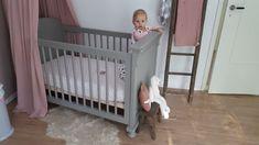 Inspiratie voor een babykamer voor een meisje. Oudroze, grijs en hout. Oudrozw stoffen accessoires van #numero74. Kalkverf (roze, linkermuur), grijze verf ledikant en houten accessoires van #metlandelijklabel. Hoeslaken van #lodger. #stoeremeiden #girls #babykamer Magnolia Market, Cribs, Bed, Pumpkin, Furniture, Home Decor, Accessories, Cots, Homemade Home Decor