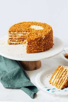 Honey cake (Russian Medovik) Honey Cake or Medovik! Tender and flavorful layers of honey dough with tangy sour cream filling. It only gets better the more it sits in the fridge making the cake a great make-ahead option for your next holiday! Russian Honey Cake, Russian Cakes, Russian Desserts, Tea Cakes, Cupcake Cakes, Cupcakes, Medovik Cake Recipe, Seven Up Cake, Just Desserts