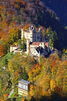 Hohenschwangau Castle, Schwanseepark, Romantic Road, Hohenschwangau, Schwangau, near Fussen, Allgau, Bavaria, Germany / Schloss Hohenschwangau, Romantische Strasse, Füssen