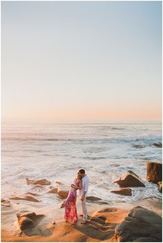Windansea beach, La Jolla San Diego engagement || Photography by Shelly Anderson Photography || www.shellyandersonphotography.com