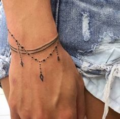 Subtle Tattoos, Weird Tattoos, Feminine Tattoos, Mini Tattoos, Body Art Tattoos, Anklet Tattoos, Feather Tattoos, Tatoos, Wrist Bracelet Tattoo