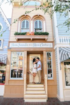 Disneyland Engagement Photos Source by elizabethburgi Disney Engagement Pictures, Disneyland Engagement Photos, Disneyland Photos, Disneyland Trip, Engagement Shoots, Wedding Engagement, Engagement Photography, Country Engagement, Engagement Ideas