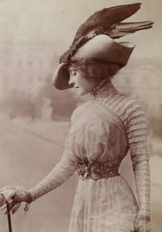 Smile for the Camera: Hilarious Photos Show Victorian Women Having a Giggle by Posing for Funny Faces 1900s Fashion, Edwardian Fashion, Vintage Fashion, Gothic Fashion, Belle Epoque, Edwardian Era, Victorian Women, Historical Costume, Historical Clothing
