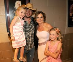 Jason and his wife, Jessica and daughters Keeley and Kendyl ♥