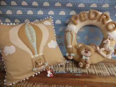 Em tons de bege: guirlanda porta maternidade e almofada decorativa.  Amei o resultado desse trabalho. Estava ansiosa para fazer meu primeiro...