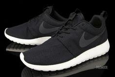 Nike Roshe Run. Black.