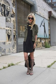 How to Wear Knee High Gladiator Sandals looks & outfits) Style Désinvolte Chic, Mode Style, Love Fashion, Fashion Models, Fashion Outfits, Womens Fashion, Chic Outfits, Gladiator Sandals Outfit, Gladiators