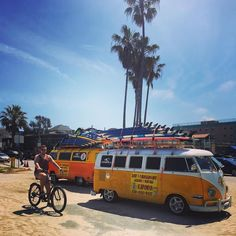 The amount of t25s we saw state side was unbelievable and definitely seemed the van of choice .. Plus we saw these two beauties which spend their days as a surf business. Jealous doesn't quite cut it!!! #t3 #vw #vwbus #vwt25 #vwvan #vanlife #vwcamper #campervan #camperlife #oldvwclub #vanlove #vanagon #vanlifediaries #vwsplitty #splitscreen #california by casperthecamper