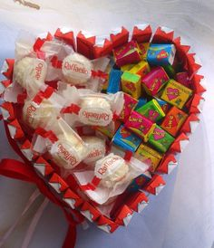 Heart shaped box make candy mix Valentines Day Food, Valentines Day Gifts For Him, Valentine Day Love, Rosen Box, Chocolate Bouquet, Candy Bouquet, Diy Gifts For Boyfriend, Gift Hampers, Simple Gifts