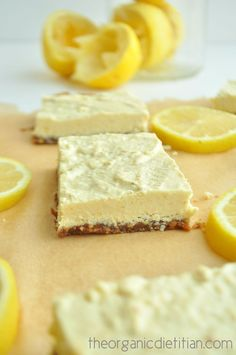 Healthy lemon bars that are raw vegan paleo gluten free grain free and still delicious sweet and tart. No sugar no flour no artificial ingredients. Lemon Bars Healthy, Healthy Vegan Dessert, Raw Vegan Desserts, Raw Vegan Recipes, Vegan Treats, Gluten Free Desserts, Healthy Desserts, Dessert Recipes, Cake Recipes