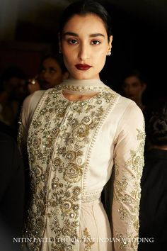 Sabyasachi Mukherjee - such lovely embroidery, a classic look!
