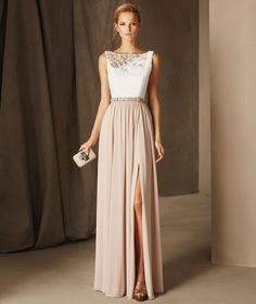 El modelo BEA es un vestido de fiesta evasé con mucha personalidad realizado en gasa, crepe y tul, talle cintura y escote barco decorado con fina pedrería.
