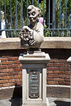 Disney World Haunted Mansion Queue - Uncle Jacob by dziactor, via Flickr