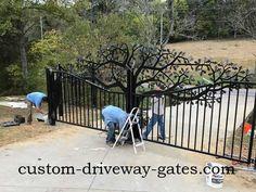 Driveway gate installed in Louisville, Kentucky by JDR Metal Art Oct 2016 Metal Garden Gates, Metal Gates, Wrought Iron Gates, Farm Entrance, Driveway Entrance, Front Gates, Entrance Gates, Aluminum Driveway Gates, Gate Images