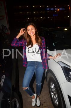 Kapoor And Sons: Alia, Sidharth, Fawad Visit Theatres to Gauge Audience Reaction! | PINKVILLA