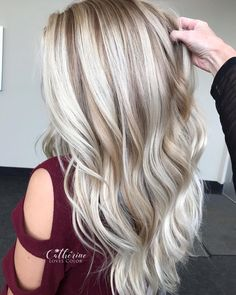 Michigan•Blonde•Specialist sur Instagram : « Still Obsessed 🤤🤤🤤 . @oligopro blacklight clay and a sprinkle of cool tone 40 vol melting into 20 vol all with @olaplex of course 👌🏻.… » #hairhighlights
