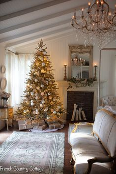 Gold and Elegant Christmas Tree: Explore these gilded gold, silver, and antique ornaments on this Basalm Hill Christmas tree in the bedroom for a romantic holiday home! French Country Christmas, Cottage Christmas, Christmas Bedroom, Christmas Home, Elegant Christmas Trees, Silver Christmas Tree, White Christmas, Xmas, Decorating With Christmas Lights