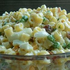 Macaroni Salad is great for any type of party! Pasta loaded with a dressing, peas, diced ham and cheese! It's always a hit with kids and adults. If you are looking for a new pasta salad recipe to try this one is it! Vegetable Pasta Salads, Cold Pasta, Cooking Recipes, Healthy Recipes, Easy Recipes, Cooking Games, Beef Recipes, Dinner Recipes, Snacks Für Party
