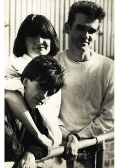 Johnny Marr, Sandie Shaw and Morrissey. The Smiths. Hippie Names, Sandie Shaw, The Smiths Morrissey, Johnny Marr, Charming Man, Love Me Like, Post Punk, Music Bands, Anos 60