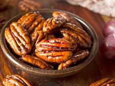 An easy Candied Pecans recipe - Delicious Recipes! Candied Pecans Recipe, Glazed Pecans, Cinnamon Pecans, Cinnamon Butter, Candied Nuts, Butter Pecan, Cookie Butter, Pecan Recipes, Candy Recipes