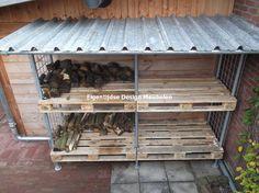 Steigerbuizen frame waarin tuinaccessoires geplaatst kunnen worden. Verkrijgbaar bij Eigentijdse Design Meubelen