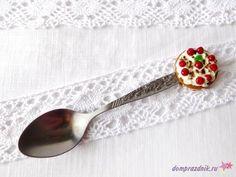 Подарок своими руками из полимерной глины: Декор ложки «Вишневый торт»