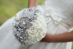 Un bouquet de mariage original sera lancer par la mariée, et les femmes célibataires sont censées l'attraper. C'est ce que veut la coutume.