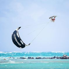Level expert: How to loop your kite with @philipp.zach  by @thomasburblies