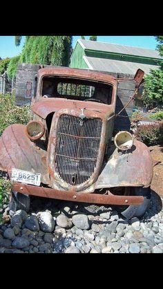 Danny Zuko, Old Pickup, Pickup Trucks, Cool Trucks, Cool Cars, Classic Trucks, Classic Cars, Ford 2000, Abandoned Cars